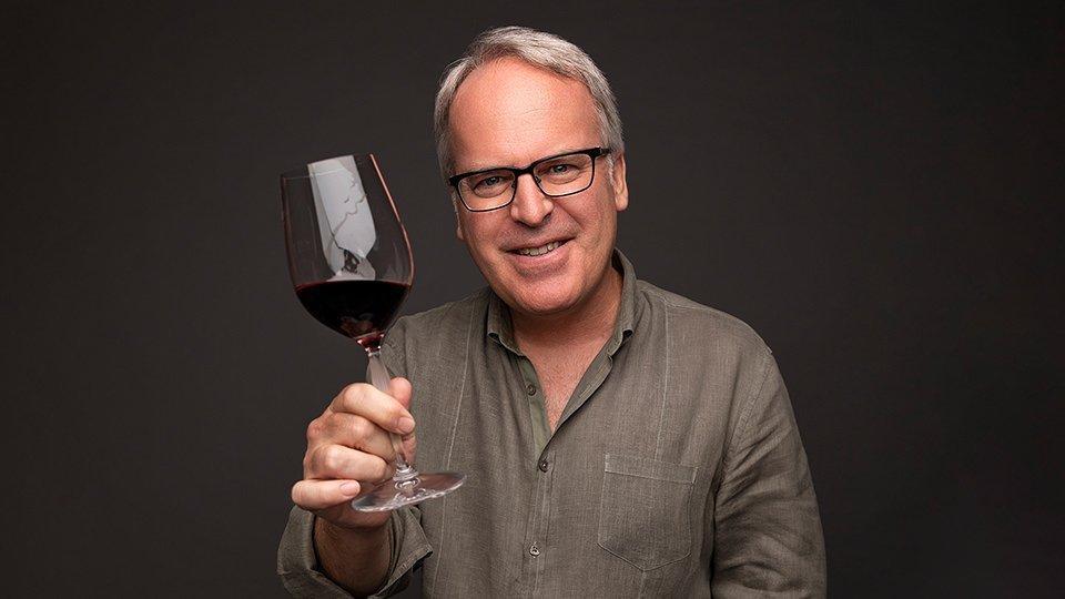 Suckling destaca excelencia, calidad y notable valor de los Vinos Chilenos